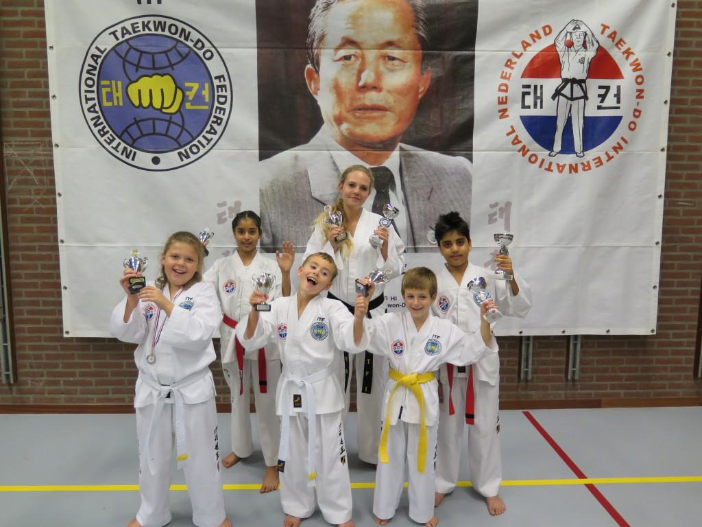 8 keer eremetaal voor Taekwon-Do vereniging Baukdu